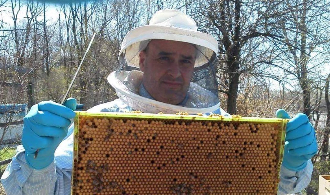 6-20-17 Bob Slanz – New York Beekeeper and Meadmaker of Awesome Seaweed Mead